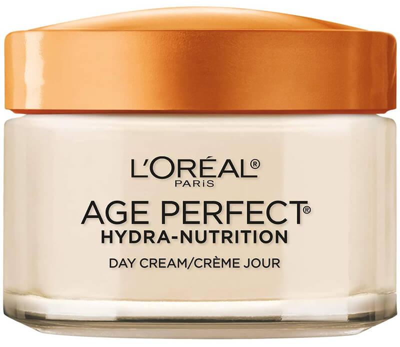 Mỗi ngày đều đặn thoa kem lên vùng da ở mặt, cổ và ngực để bổ sung độ hydrat hóa cho làn da