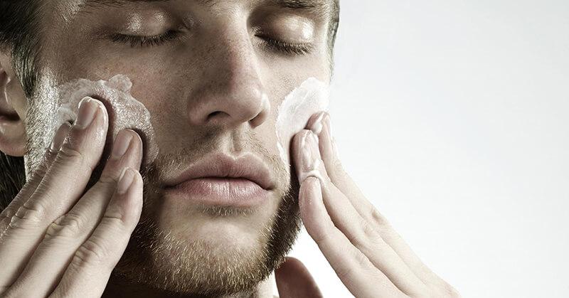 Giữ cho da mặt luôn được sạch sẽ là nguyên tắc hàng đầu trong công đoạn làm đẹp